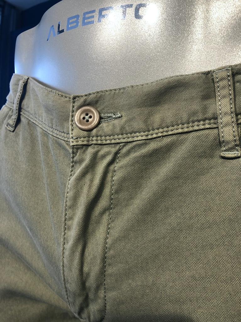 Chino herringbone groen detail voor