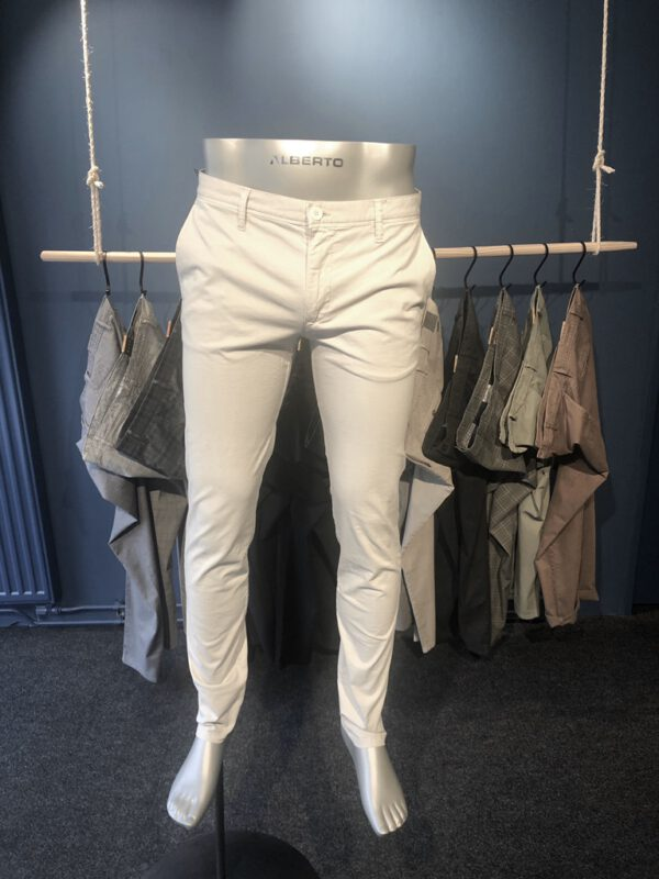 Chino off-white