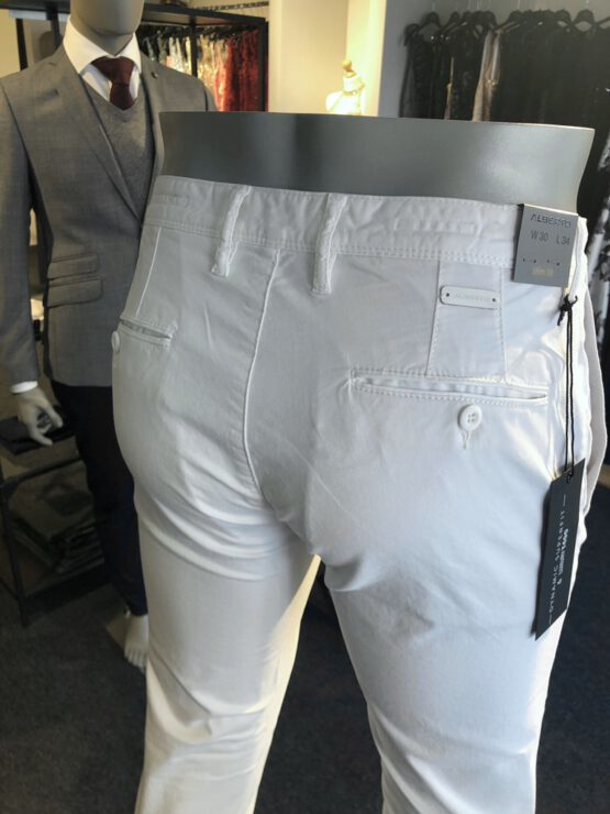 Chino wit detail achter