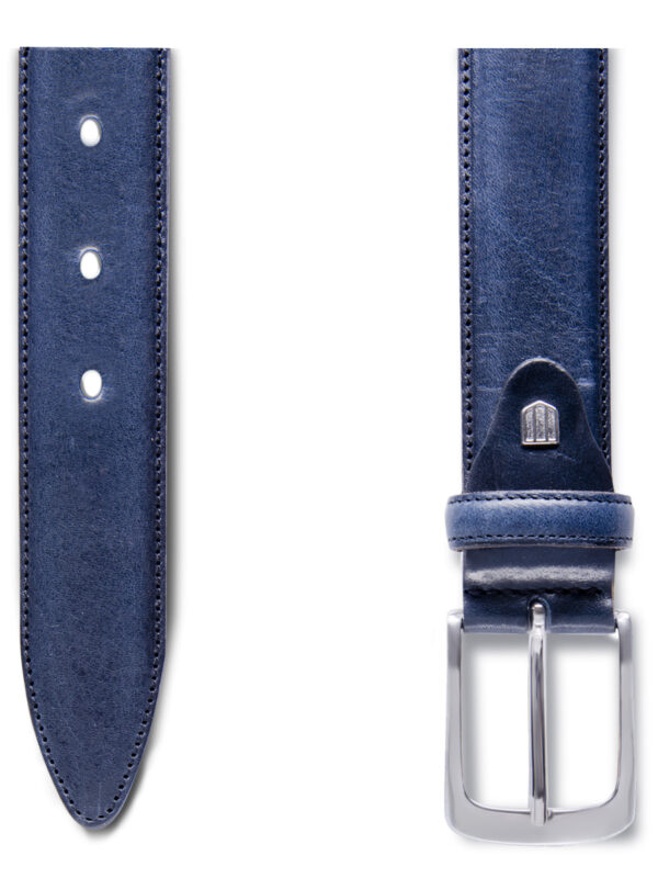 Two-tone navy riem detail