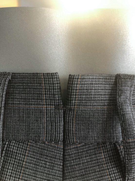 Pantalon Italiaans bandplooi grijs detail achter